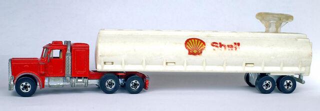 File:Peterbilt Tanker Steering Rig - 7615df.jpg