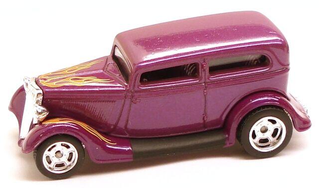 File:34FordSedan Garage Purple.JPG