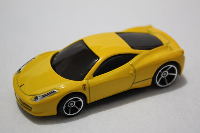 File:Ferrari itali 2011.JPG