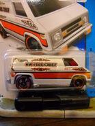 White Super Van 001