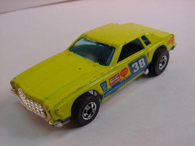 File:Monte Stocker lemon yellow 1977 BW0.jpg