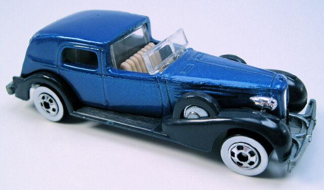 File:35 Classic Caddy dark blue met WW metal MAL base.JPG