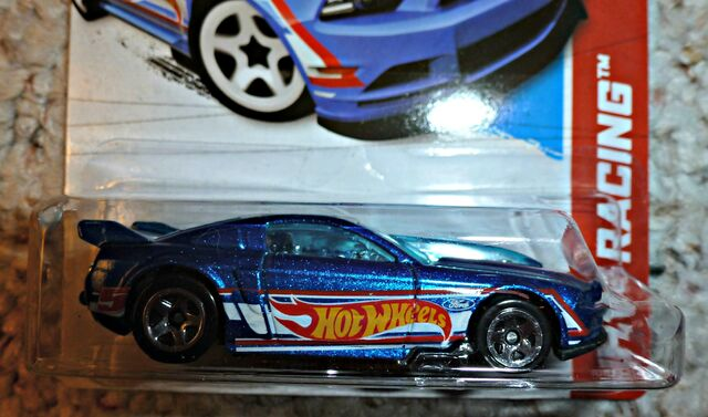 File:'13 Ford Mustang GT.jpg