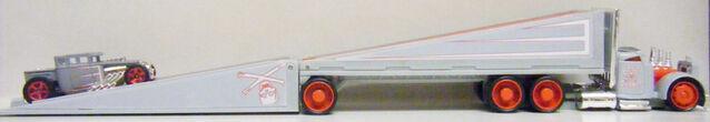 File:Truckin Transporters and Bone Shaker - Open - M8752.jpg
