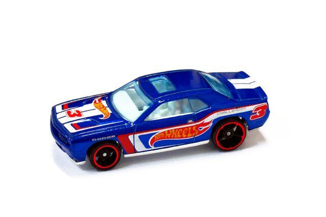 File:Dodge Challenger SRT8 2008 - 01.jpg