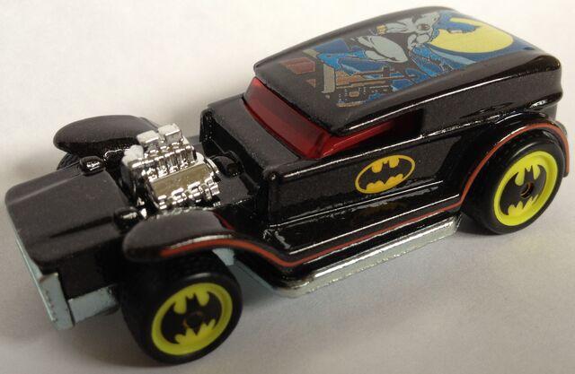 File:BatmanCLOSE.jpg