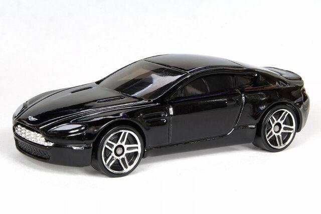 File:Black Aston Martin V8 Vantage - 6452df.jpg