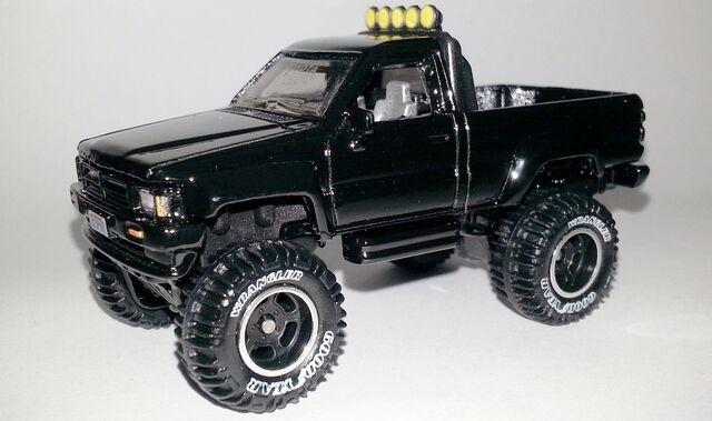 File:HW-2014-Retro Entertainment-1987 Toyota Pickup.jpg