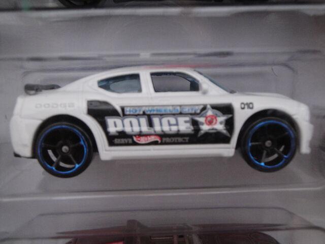 File:HW 2012 10 pack Dodge Charger SRT8.JPG