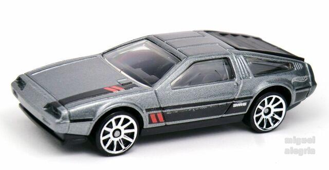 File:'81 DeLorean DMC-12-2014 033.jpg