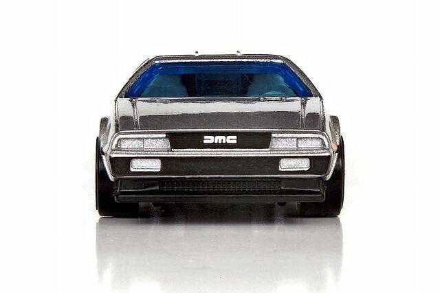 File:'81 DeLorean DMC-12 Front View - 5017ff.jpg