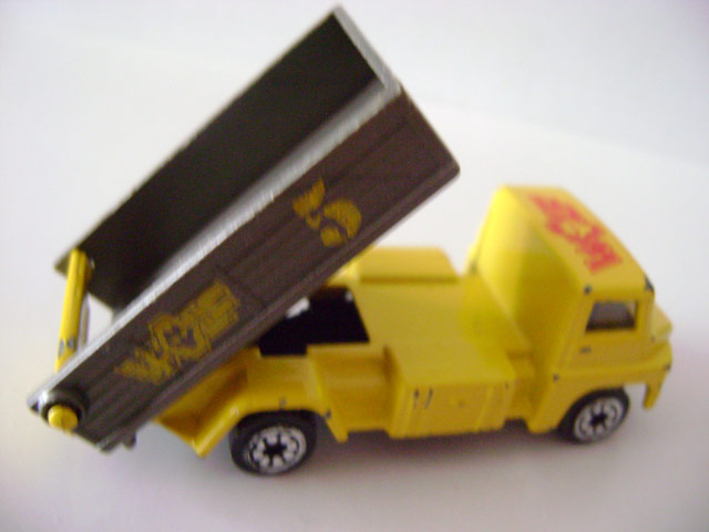 File:Tippinglorry.titre.jpg
