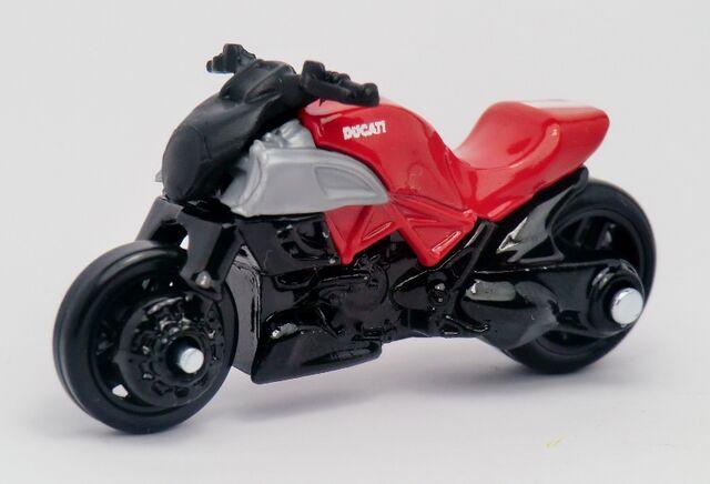 File:Ducati Diavel-2013 009.jpg