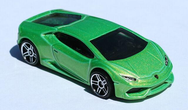 File:2015-222-LamborghiniHuracanLP610-4-Green.JPG