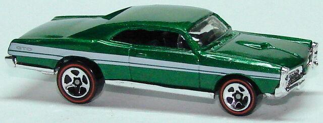 File:67 Pontiac GTO grn.JPG