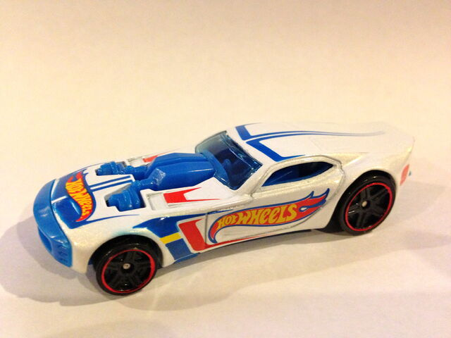 File:2013 HW Racing Nitro Dorrslamer (white variation).JPG