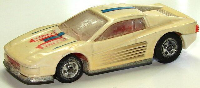 File:Ferrari Testarrosa Cream.JPG