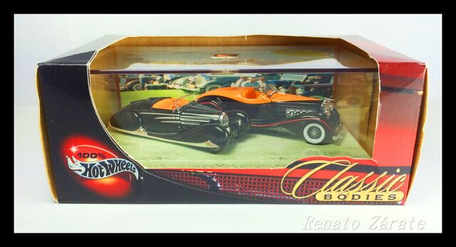 File:1 Type 57C Bugatti Cabriolet and 1932JS Duesenberg.jpg