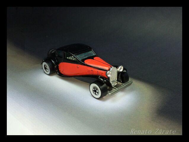 File:3 '37 Bugatti 1982.jpg