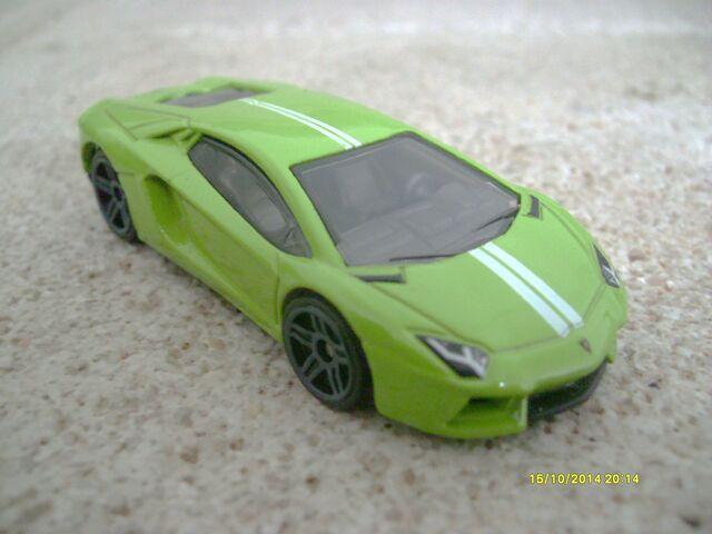 File:Lamborghini aventador green.JPG