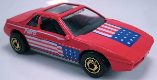 File:Pontiac fiero 2M4 red GHO metal Mal base 1987.JPG