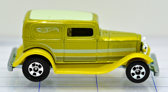 File:32-ford-sedan-delivery-green-hw.JPG
