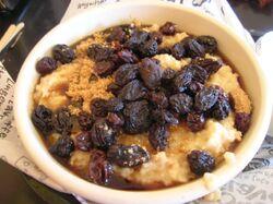 Oatmeal+with+Brown+Sugar+and+Raisins-1028