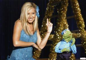 File:Ashley Tisdale Kermit-the-Frog.jpg