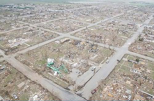 File:EF5 damage in Greensburg, Kansas.png