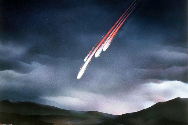 File:Meteorite-fall.jpg