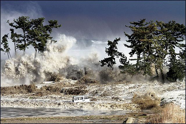 File:Tsunami (33).png