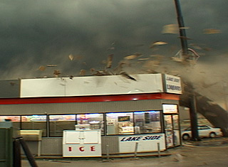 File:Downburst Winds causing damage.jpg