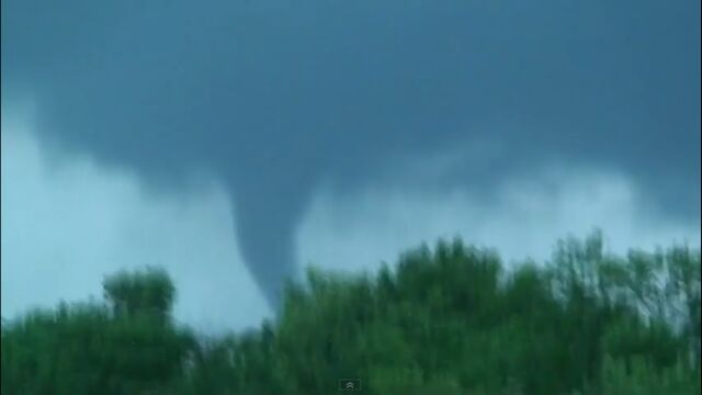 File:Elmwood-illinois-tornado-june-5-2010.jpg