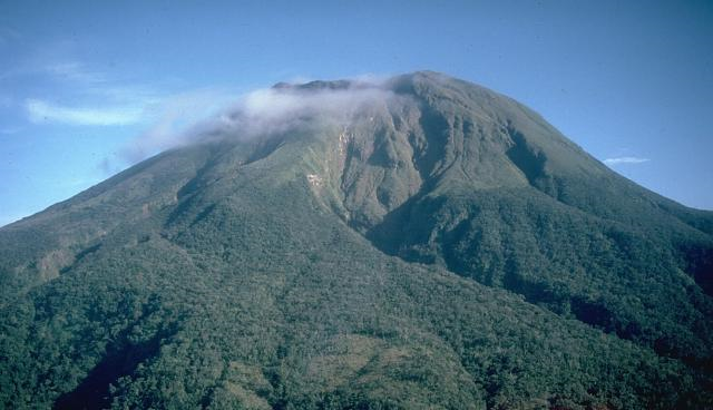 File:A dormant Mt. Bulusan.png