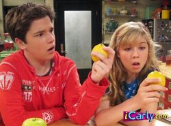 Sam-and-Freddie-icarly-5379575-445-329