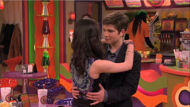 File:Carly and Freddie slow dance.jpg