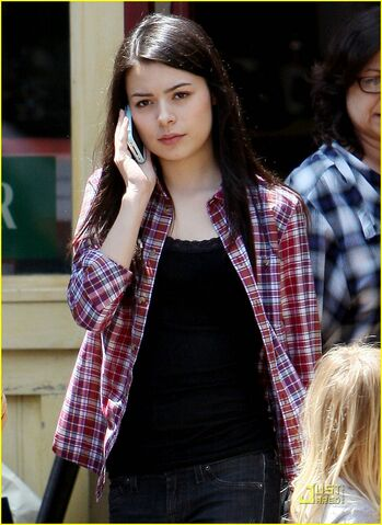 File:Miranda-cosgrove-wrong-side-driving-02.jpg