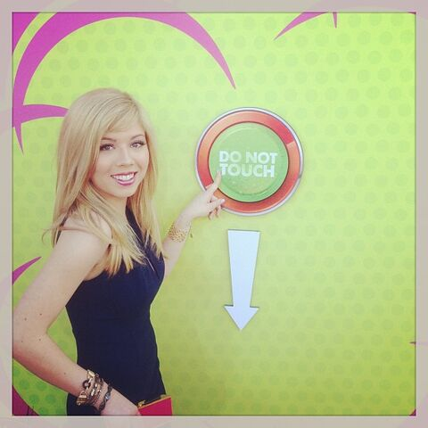 File:Jennette and the KCA do not touch button.jpg