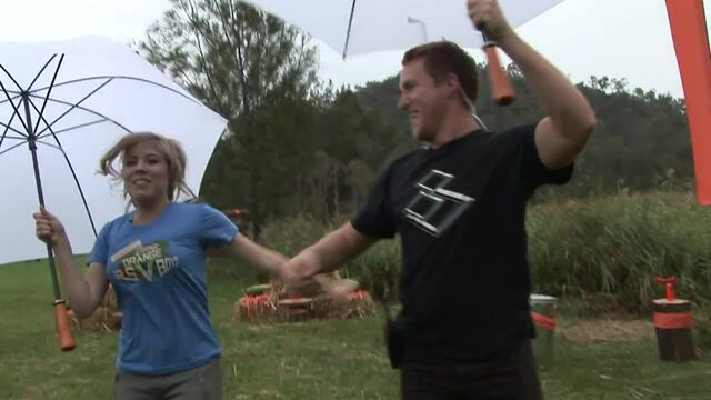 File:Jennette McCurdy Singing in Australia 17.jpg
