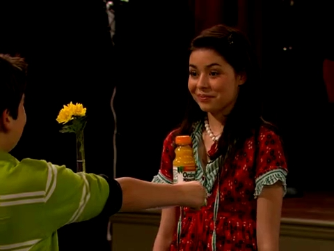 File:ICarly.S01E01.iPilot.HR.DVDRiP.XviD-LaR.avi 000431041.jpg