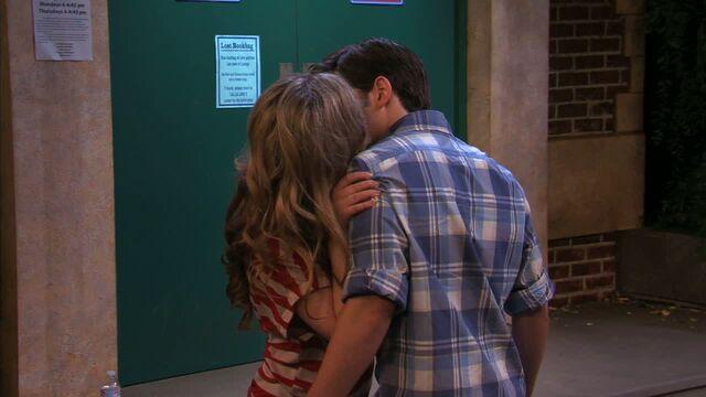 File:Seddie kiss HD 5.jpg