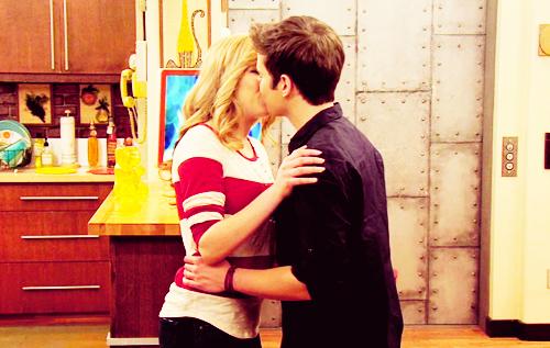 File:Sam and freddie make up kiss.jpg