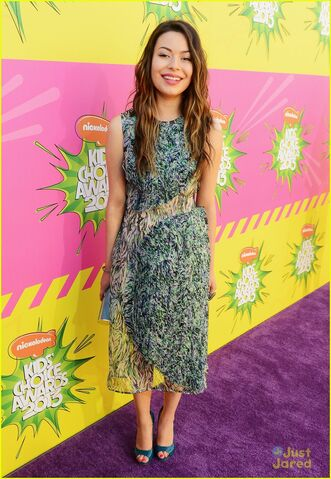 File:Miranda-cosgrove-kids-choice-awards-2013-red-carpet-03.jpg