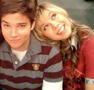 File:Nathan-Jennette-nathan-kress-and-jennette-mccurdy-14374681-314-301.jpg