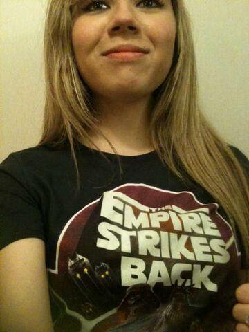 File:Jennette, wearing The Empire Strikes Back t-shirt epkl.jpg