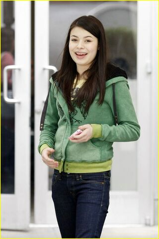 File:Miranda-cosgrove-hungry-cat-02.jpg