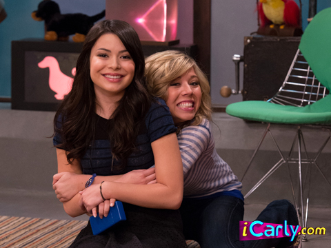 File:Sam Hugging Carly.jpg