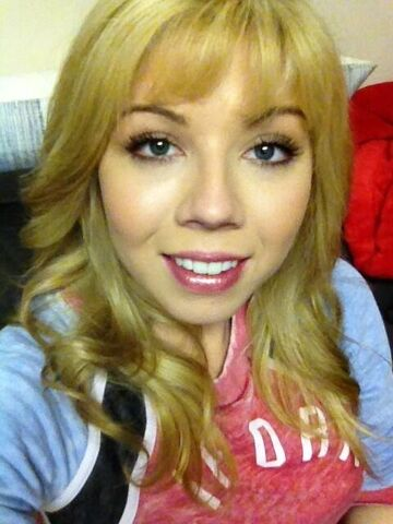 File:Jennette's second pic in honor of 2.7 mil on Twitter.jpg