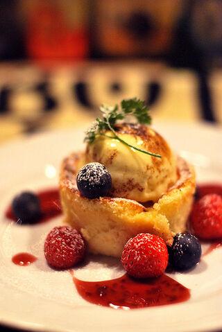 File:Ricotta cheesecake with icecream.jpg