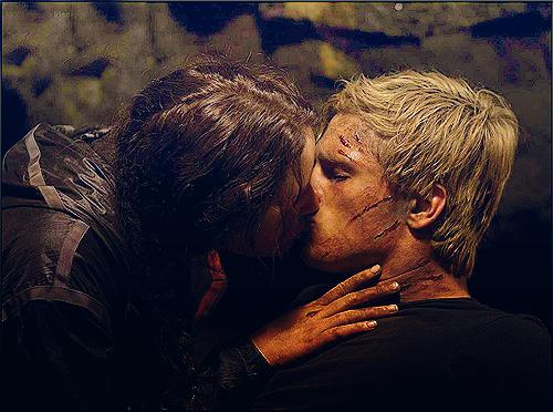 File:Peeniss kiss.png